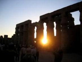 エジプトのルクソール神殿の夕陽